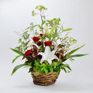 バラとユリと季節の草花バスケット